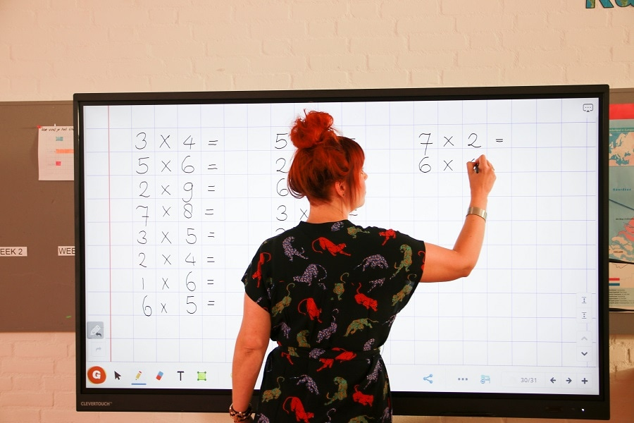 préparer ses cours sur un écran numérique interactif ou ENI