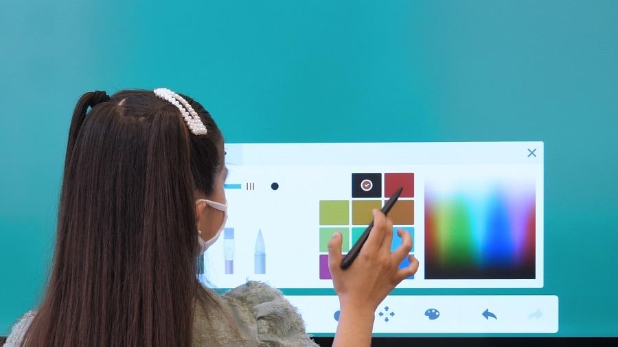 craie, marqueur ou stylet ? L'avantage de l'écran numérique interactif ou ENI