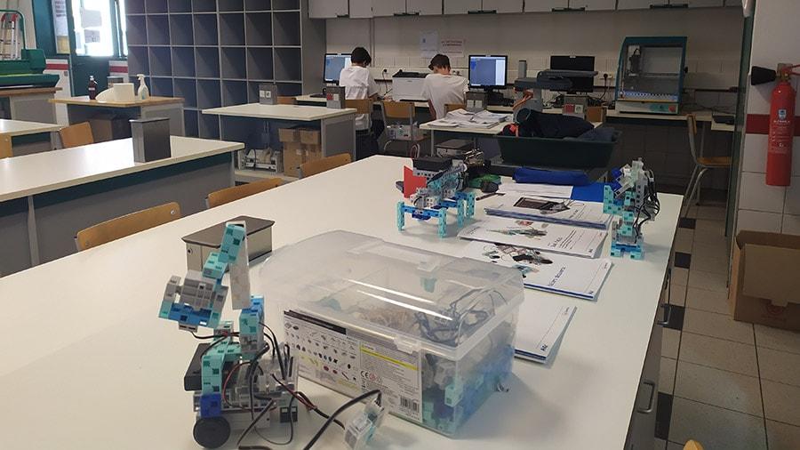 kits robots Algora pour la programmation robotique au collège