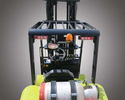 Compact forklift with LPG drive CGC40-70 (2)