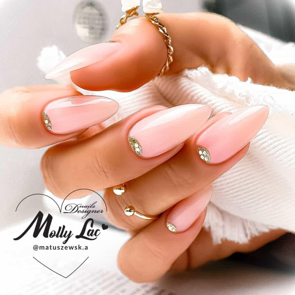 przedłużanie paznokci bazą