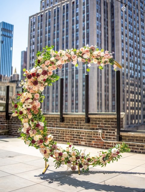 Photo 3 Wedding arch rental