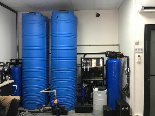 На фото магазин питьевой воды на разлив в Черкассах от компании по доставке бутилированной воды Вода плюс