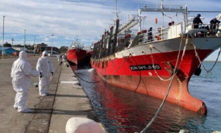 Prefectura custodia dos buques pesqueros en Santa Cruz por casos de coronavirus