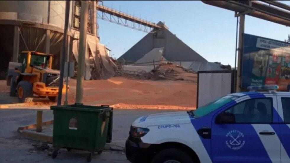 Prefectura rescató a un trabajador que quedó atrapado tras el derrumbe de un silo de maíz