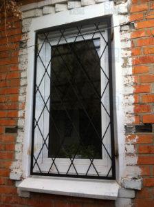 Решетка на окна косынка