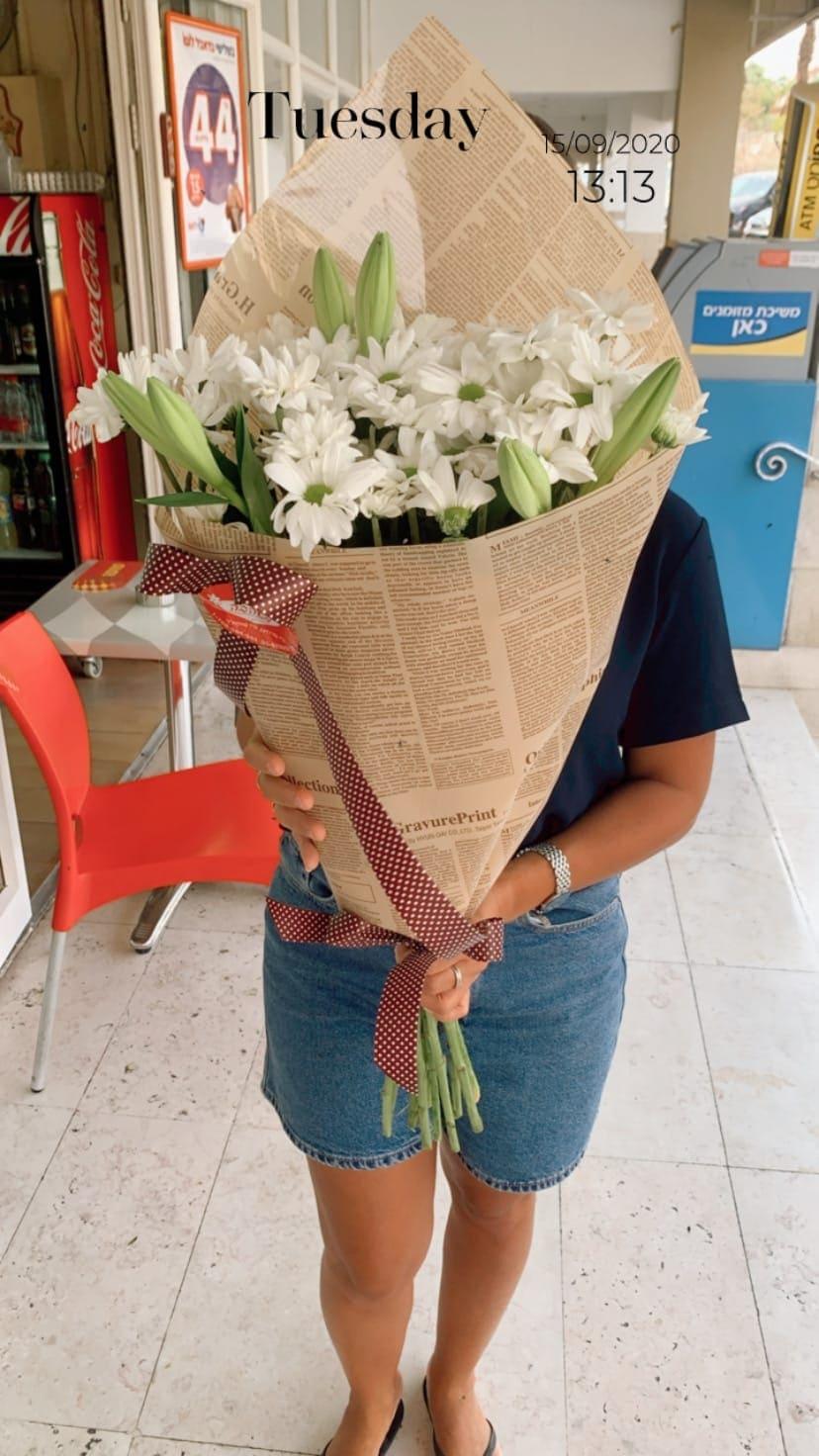 חרצית ושושן צחור בנייר עיתון - פרח באהבה - אילת
