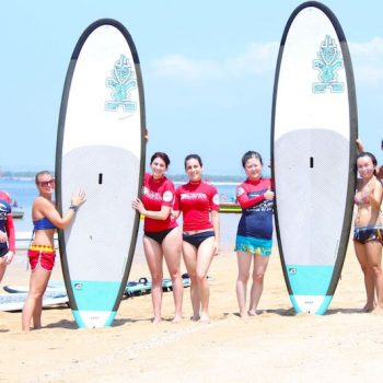 Group of people with Stand Up Paddle board