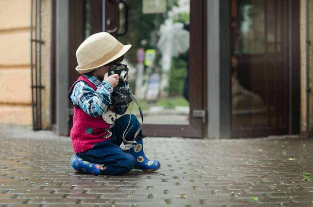Teach children how to hold a camera correctly - Pixinfocus