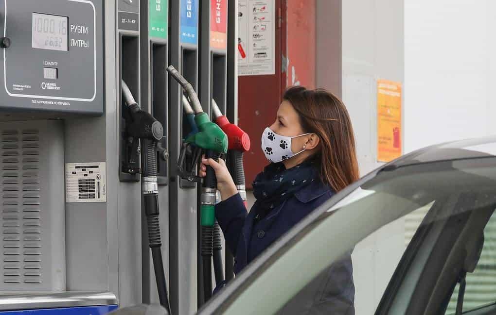 Водители в России стали чаще отказываться от бензина Аи-95