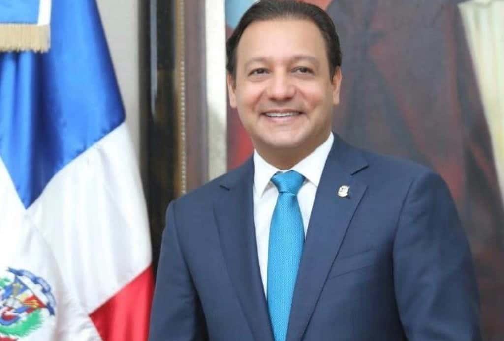 Abel Martínez felicita a Eduardo Hidalgo por triunfo en la ADP