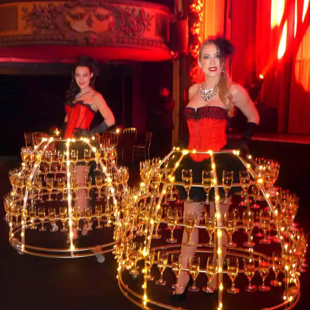 Robe à champagne Cabaret, pour les voeux de CACEIS - Credit Agricole, à l'Elysée Montmartre