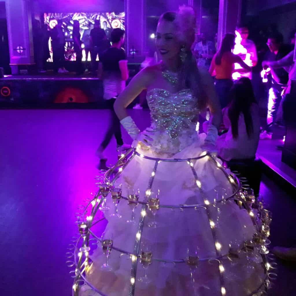 robe-femme-champagne-animation-entreprise princesse