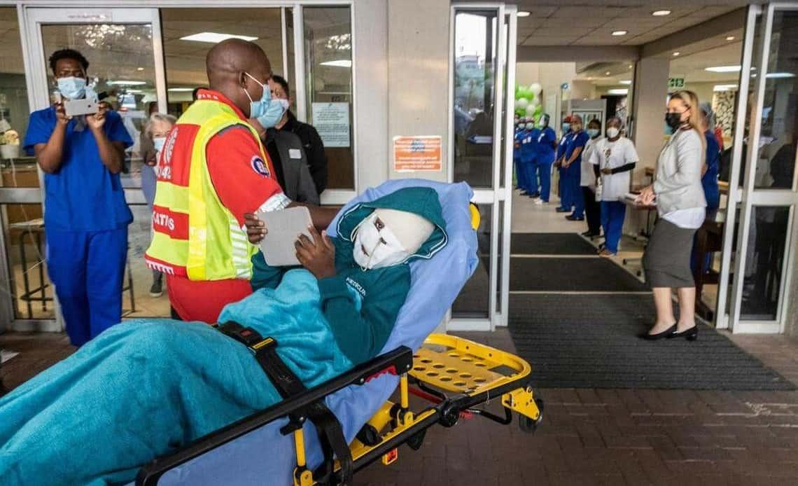 Cirujanos de Sudáfrica intentarán reconstruir la cara de un niño atacado por una hiena