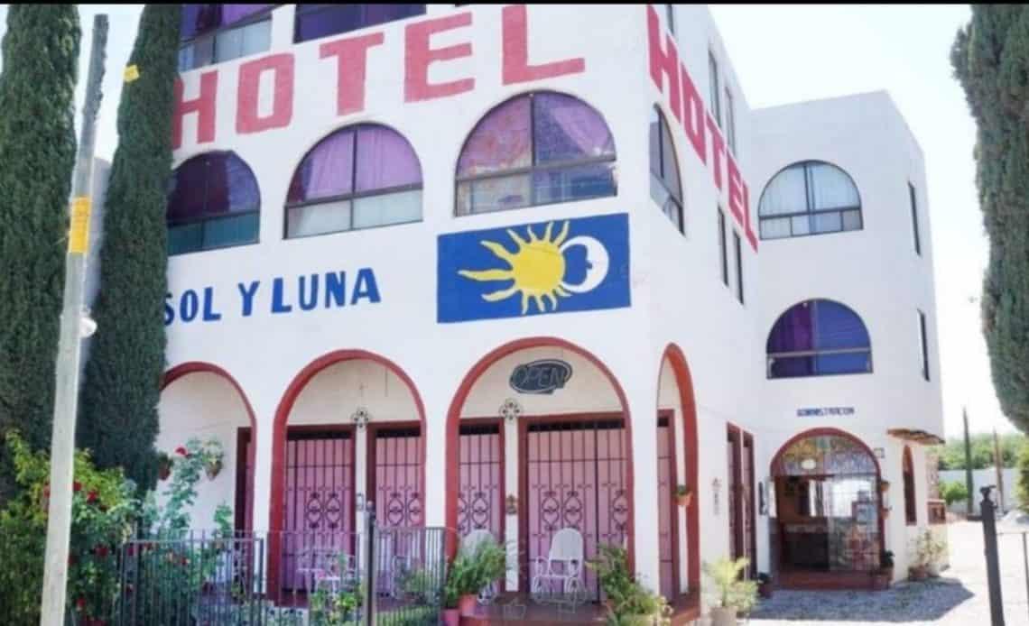 Secuestran a 20 migrantes en un hotel del centro de México