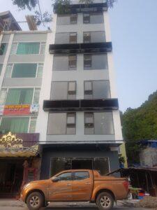 Lắp cửa gỗ nhựa composite cho khách sạn