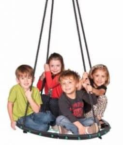 Nestschaukel mit Kindern