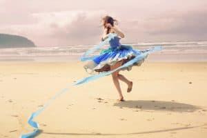 Am Strand tanzende Ballerina