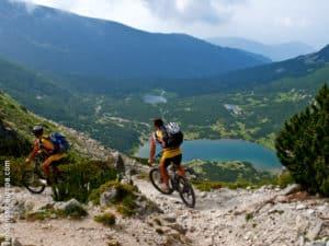 Ciclismo de montaña con vistas a lagos