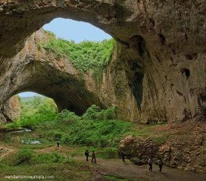 Devechaska Höhle