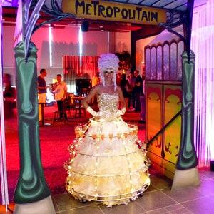 robe à champagne Cofidis animation femme porte champagne