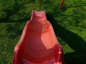 Kinderrutsche in rot