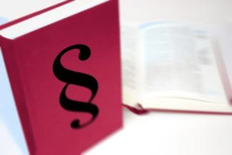 Paragraphenzeichen auf Buchtitel_Betriebsverfassungsgesetz