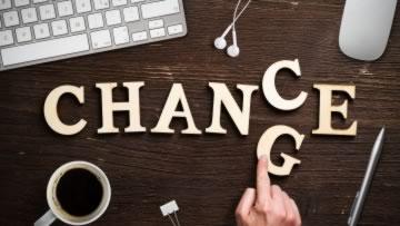 Buchstaben zeigen die Wörter Change und Chance.