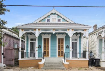 blue vinyl siding looks great on an eclectic one-story ranch style house