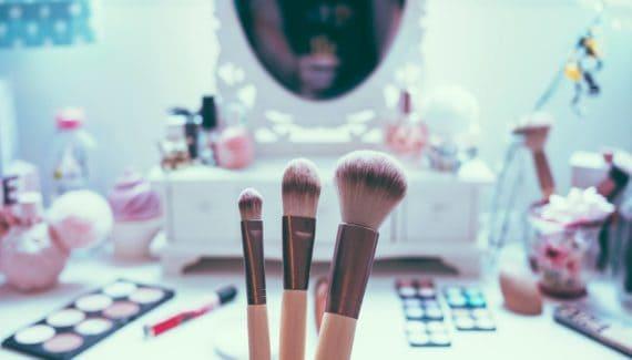 kids-make-up-is-it-safe