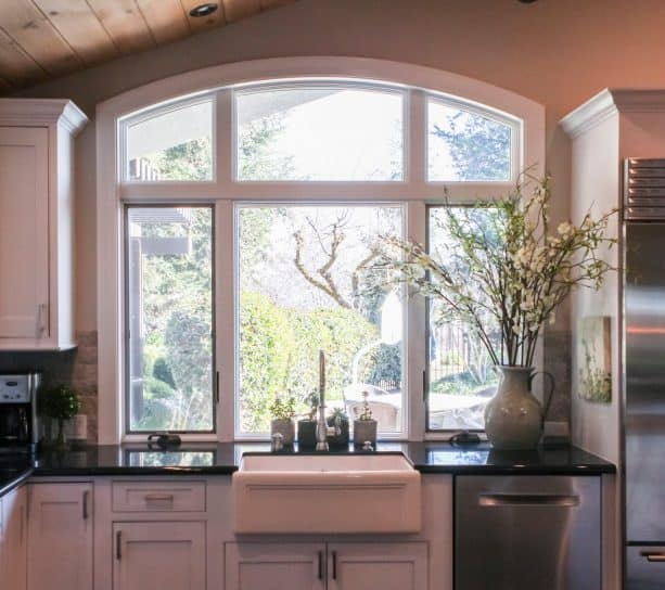 picture of the window behind the kitchen sink