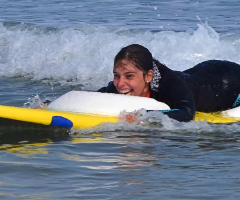 Catalina Alomar del equipo femenino de surf adaptado Fundación También