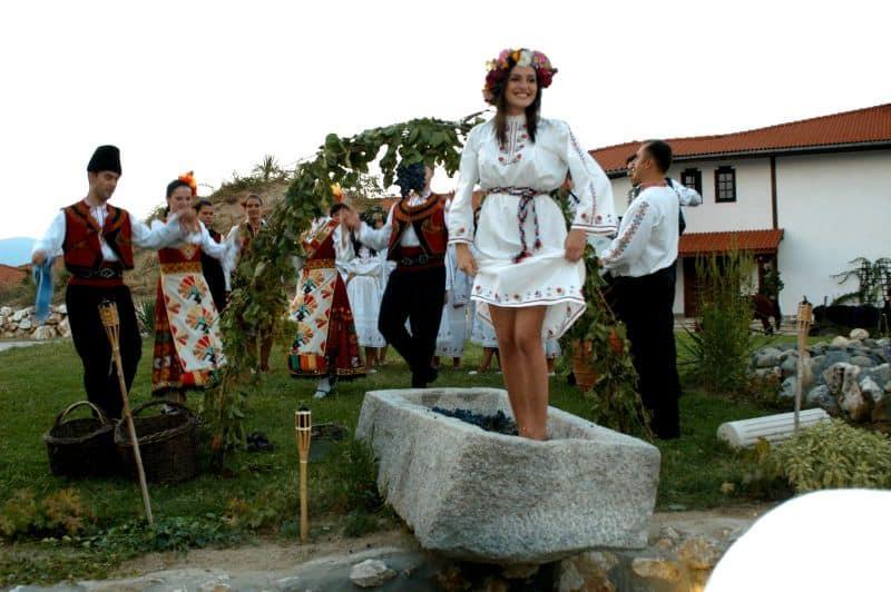 Ecoturismo y Ecogastronomía en Bulgaria (incluye Festival de la Rosa)