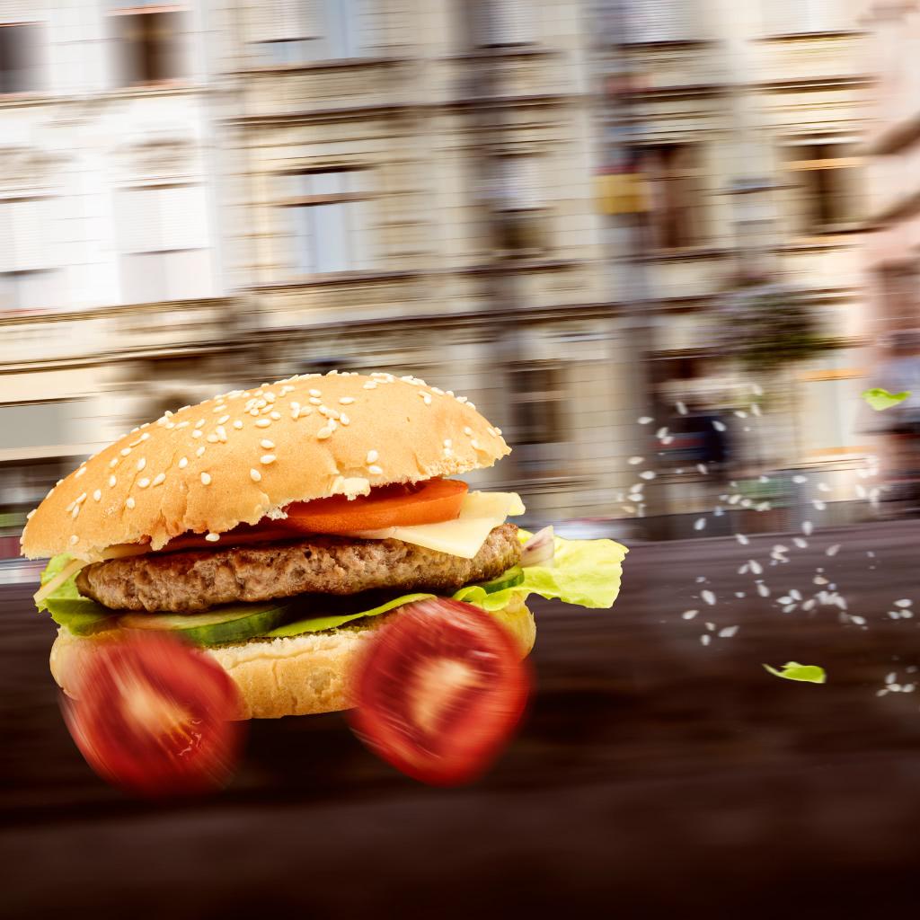 Burger auf dem Weg zum Kunden