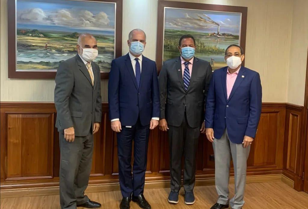Comision Directiva Institutos Tasadores Dominicanos junto al Superintednente de bancos Alejandro Fernandez