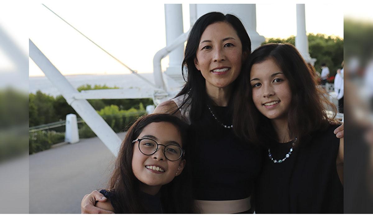 Mother Daughters Smiling Water Bridge Gatewayextension
