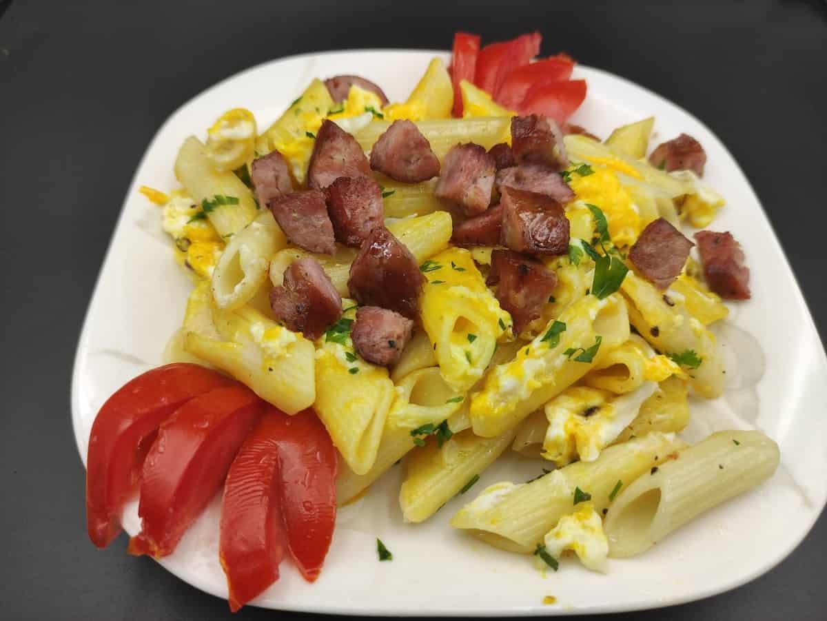 Makaron z kiełbasa polish pasta sausage in a white plate.