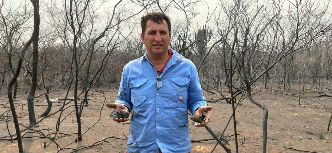 El veterinario Jerjes Suárez durante una de sus expediciones de rescate durante los incendios en la Chiquitania.