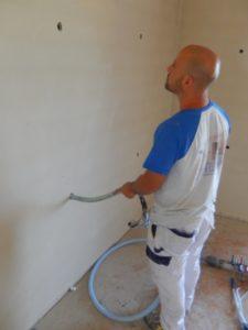 Insufflaggio di schiume isolanti all'interno della parete forata