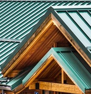 Tipp zum Bau zeigt Ihnen eine mit Schar verkleidete Dachfläche.