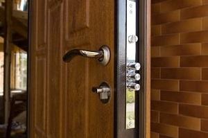 Tipp zum Bau stellt Ihnen die verschiedenen Materialien für Ihre Brandschutz-Tür vor.