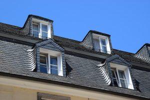 Bei Tipp zum Bau erfahren Sie die Hintergründe der altdeutschen Deckung für Schieferdächer.