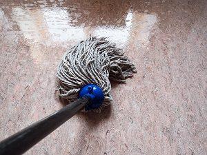 Tipp zum Bau verrät Ihnen, mit welchen Methoden Sie Granit einfach reinigen.
