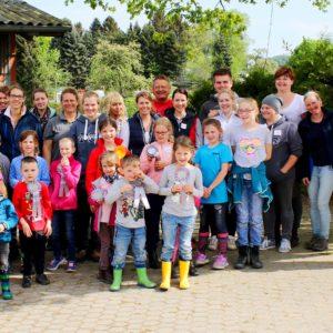 Hoch zu Ross –  Elterninitiative krebskranker Kinder e.V. besucht Stall Pelz in Königswinter
