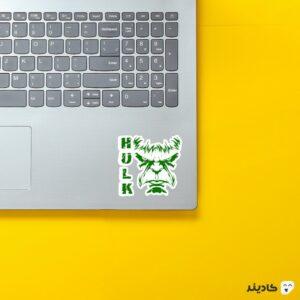 استیکر لپ تاپ هالک شگفت انگیز روی لپتاپ