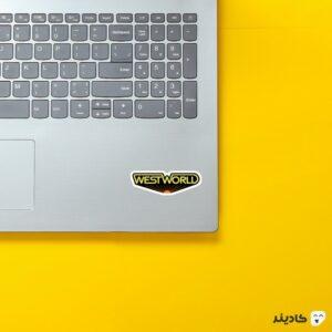 استیکر لپ تاپ لوگوی هنری سریال روی لپتاپ