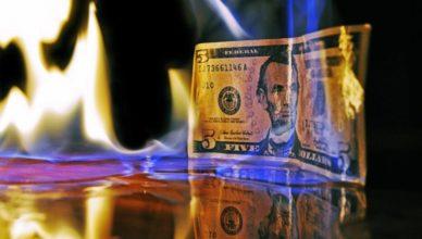 Dólar en llamas