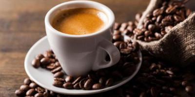 tasse de café et café en grains