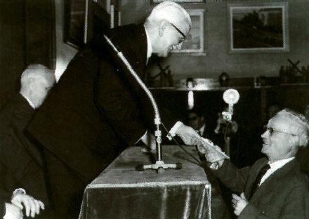 Ramon d'Abadal lliurant el premi 1963