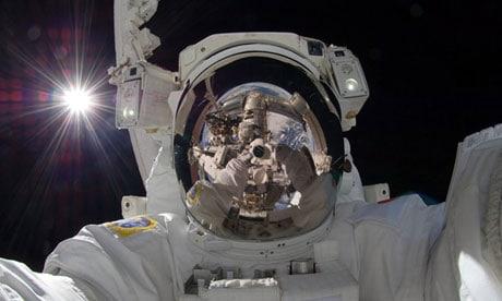 il selfie di Aki Hoshide nello spazio profondo